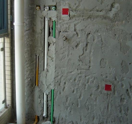 燃气热水器40的下水管预留